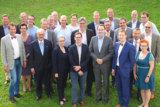 23 Gründungsmitglieder des Vereins digitalHUB Aachen im Park des GRÜN Headquarters.