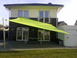 Grünes Sonnensegel in manuell aufrollbar 2014 in Krefeld installiert