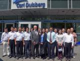 Delegation der chinesischen Führungskräfte vor dem Gebäude der Carl Duisberg Centren in Köln