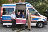 Die Clarissa und Michael Käfer Stiftung unterstützt den Wünschewagen des ASB München