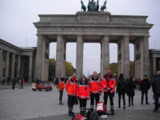 Einsatzkräfte des ASB München vor dem Brandenburger Tor
