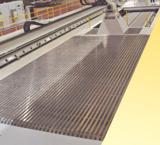 Anwendungsbeispiel einer begehbaren Abdeckung an einer Maschine für Glasfaserbearbeitung