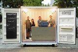 Auch die Teilnehmer des Hochschulprojekts sind begeistert von ihrem selbst ausgebauten ELA Container