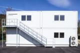 Schnell errichtet: Die Roche Pharma AG hat ein Bürogebäude aus 22 ELA Container erworben.