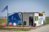 Terrasse, Surf-Shop, Materiallager direkt am Stand – die mobile Raumeinheit von ELA macht es möglich