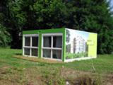 Von außen sind die ELA-Räume mit einer Ansicht des fertigen Wohnhauses bedruckt.