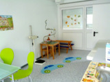 Hell und freundlich zeigen sich die temporären ELA-Behandlungsräume der Praxis Dr. Koffler in Mainz.