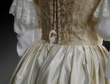 Beispielhaftes historisches Kleid aus dem 17. Jh.