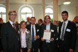 Die Geschäftsleitung freut sich mit den Vertretern von Mörk Water Solutions über die Auszeichnung