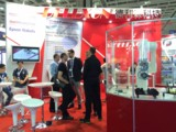 Interessierte Besucher auf der SEMICON informieren sich über die Leistungen von Mechatronik