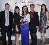 Gewinner des Abends: Elisabeth Decker (Mitte) und ein Teil ihres Teams der Meavision Media.