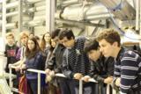 Schüler aus Brasilien beim Rundgang durch die Prüfstände von AneCom AeroTest