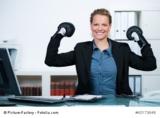 Mit Business-Knigge und Selbst-PR boxt Frau sich durch