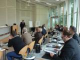 Michael Abt, Evonik Business Services, begrüßt die Teilnehmer