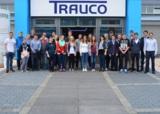 Die TRAUCO-Vorstände Wilko Liebetrau (r.) u. Michael Trauernicht (2.v.r.) begrüßten die Mitarbeiter.