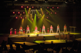 Die Tanzformation verlieh der Bühnenshow mit Hip Hop, Swing und Disco jugendlichen Charme.