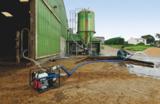 Eine Benzin Wasserpumpe von SDMO im Einsatz.