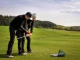 Im Spa & GolfResort Weimarer Land bringen die Pros auch den Mitarbeitern das Golfen bei.