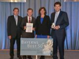 Wirtschaftsministerin Ilse Aigner überreicht die Auszeichnung