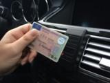 Einfache Führerscheinkontrolle im Fahrzeug
