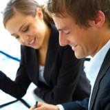Bürokaufleute sind unter anderem für die Terminplanung zuständig.            © fotolia.com