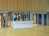 Wachbereich m Schalterfenstern, Türen und Trennwänden sowie Flurabschlusstüren im System SECUFIRE®.