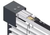 Die neue Traggabel der freitragenden Fassadenraffstoren von ROMA erleichtert die Montage.