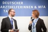 """Tim Egenberger vom PKV Informationszentrum kürte Sükran Can zur """"MFA des Jahres 2014"""""""