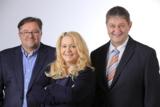 Gesellschafter: Drazen Burek, Gabriele Burek, Hermann Baron von Kruedener (v.l.)
