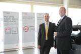 Im Bild: Geschäftsführer Peter und Thomas Hoff vom Citroën Autohaus Trier, Bitburg und Koblenz