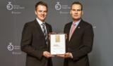 Geschäftsführer Malte Schneider und Thomas Hinrichs bei der Preisverleihung des German Design Awards