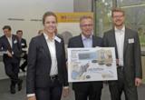 Franz Fehrenbach übergibt Preis der Weconomy 2015 an die Gründer K.Kreitz und F.Wehner
