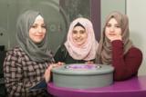 Aseel Zidat, Aseel Hjooj und Sajeda Sawalha absolvieren ihre Praxisphase blockweise bei der AXSOS AG