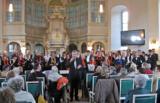 Der Kehrwiederchor und Lehrerchor Halle tragen einen Liederreigen vor. (Copyright Dorit Schulze)