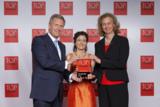Frau Dr. Sonja Fischer und Frau Karin Schmidt bei der Preisverleihung mit Herrn Christian Wulff