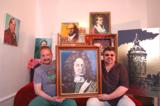 Weiler (l.), Georg Jiri (r.) mit Gemälde Hans-Carl von Carlowitz, dem Erfinder der Nachhaltigkeit