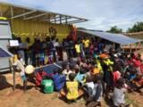Durch den Strom aus dem Solarcontainer können die Schüler ihre Laptops laden