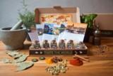 Geschenkpaket mit Gewürzen, Rezepten und kulturellen Informationen zu 6 exotischen Ländern