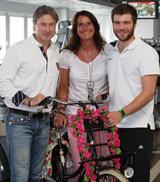 Sonja Schwan-Kirscht, Rigo Thiel (l.) und Bastian Nutt organisieren die Fahrradtour. © der reporter