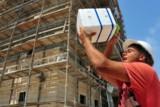 Ohne Hitzeschutz sind Gesundheit und Sicherheit der Mitarbeiter bei hohen Temperaturen gefährdet