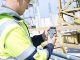 Anwender protokolliert den Baustellenfortschritt mit der 123erfasst-App / Quelle: 123erfasst.de