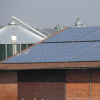 Ungenutzte dachflächen stellen für unternehmen mit eigenem