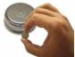 Klimakontrolle im Miniaturformat - Datenlogger für Temperatur und relative Feuchte in Knopfzellengröße