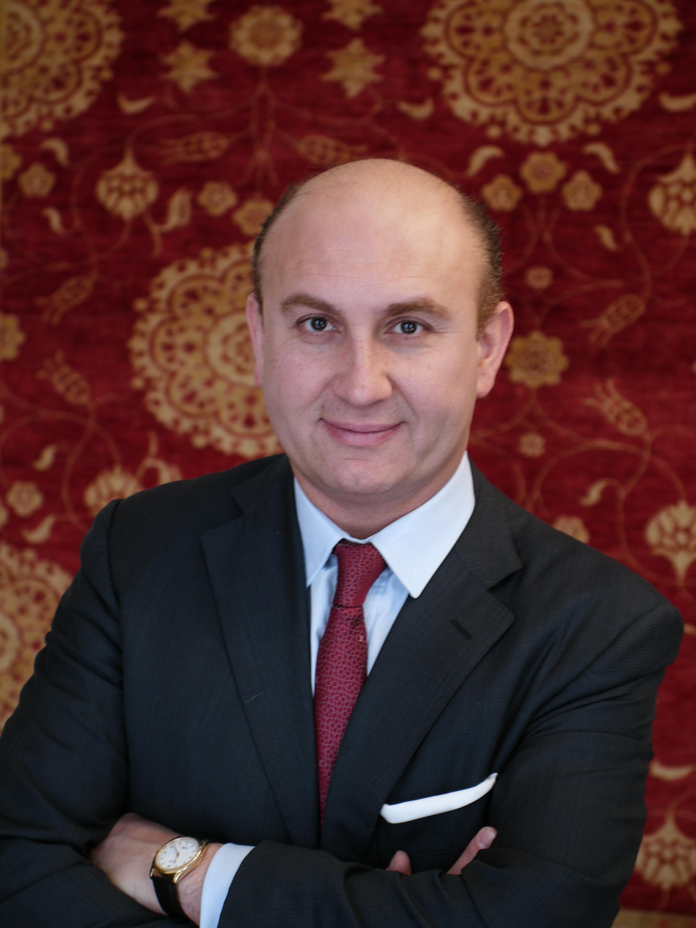TeppichHändler Ali Rahimi engagiert sich für Sozialmarkt